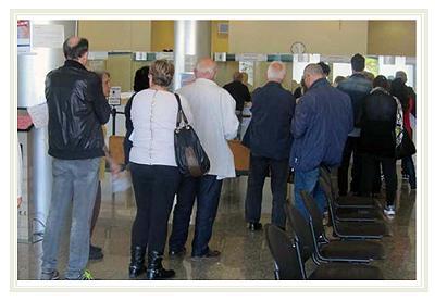 a7bbcf9ade Sabato 7 aprile scorso davanti all'unico sportello aperto e operativo del  CUP (centro unico di prenotazione dell'ospedale) al nostro arrivo erano in  attesa ...